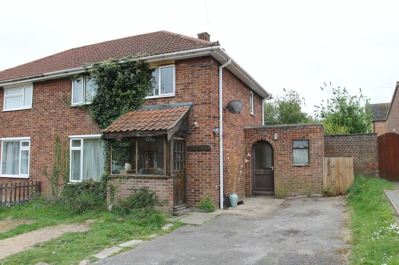 3 Bedrooms Semi Detached House for sale in Severn Road, Bury St. Edmunds