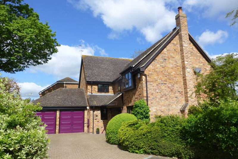5 Bedrooms Detached House for sale in Hunt Close, Bicester