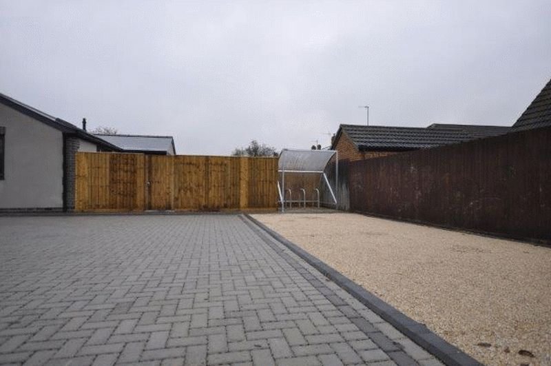 Two Bed Apartment, Buckingham Road, Bice...