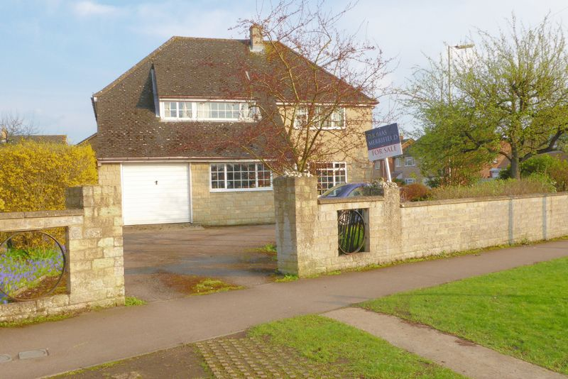5 Bedrooms Detached House for sale in Churchill Road, Bicester