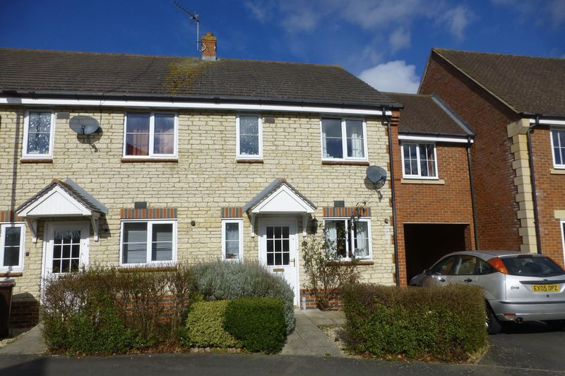 3 Bedrooms Terraced House for sale in Grebe Road, Bicester