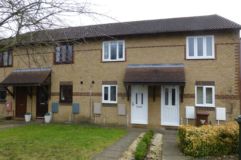 2 Bedrooms Terraced House for sale in Spruce Drive, Bicester