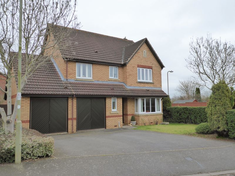 4 Bedrooms Detached House for sale in Coopers Green, Bicester
