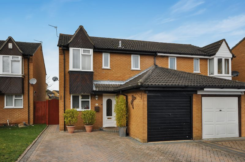 3 Bedrooms Semi Detached House for sale in Hambleside, Bicester