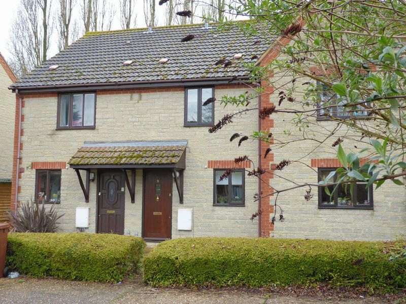 2 Bedrooms Terraced House for sale in Forest Close, Bicester