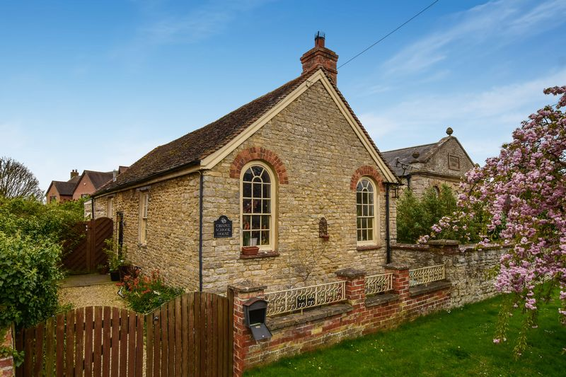 3 Bedrooms Cottage House for sale in Station Road, Launton