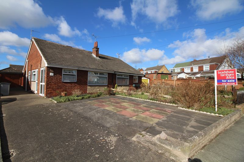 2 Bedrooms Semi Detached Bungalow for sale in Lyndale Avenue, Eastham