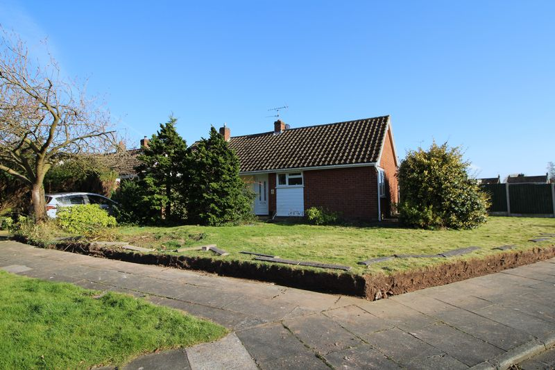 2 Bedrooms Detached Bungalow for sale in Does Meadow Road, Bromborough