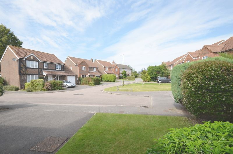 Oakwood Close Tangmere