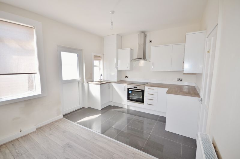 2 Bedrooms Terraced House for sale in 31 Butts Road, Thornton-Cleveleys Lancs FY5 4HX