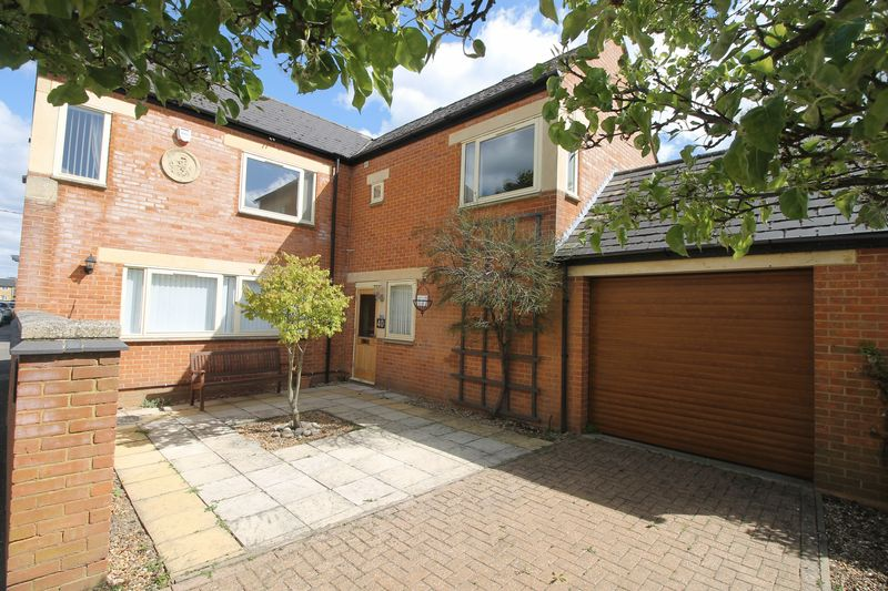 4 Bedrooms Detached House for sale in West Street, Olney
