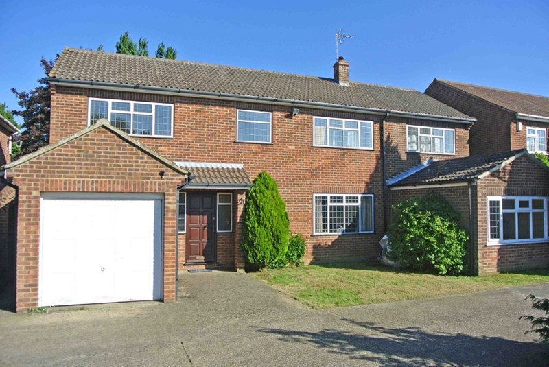5 Bedrooms Detached House for sale in Broad Oak, Canterbury