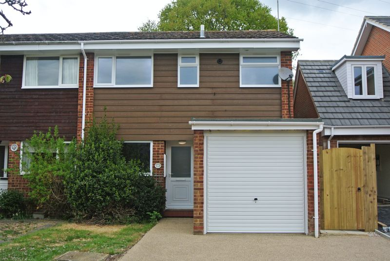 4 Bedrooms Semi Detached House for sale in Bicknor Close, Canterbury