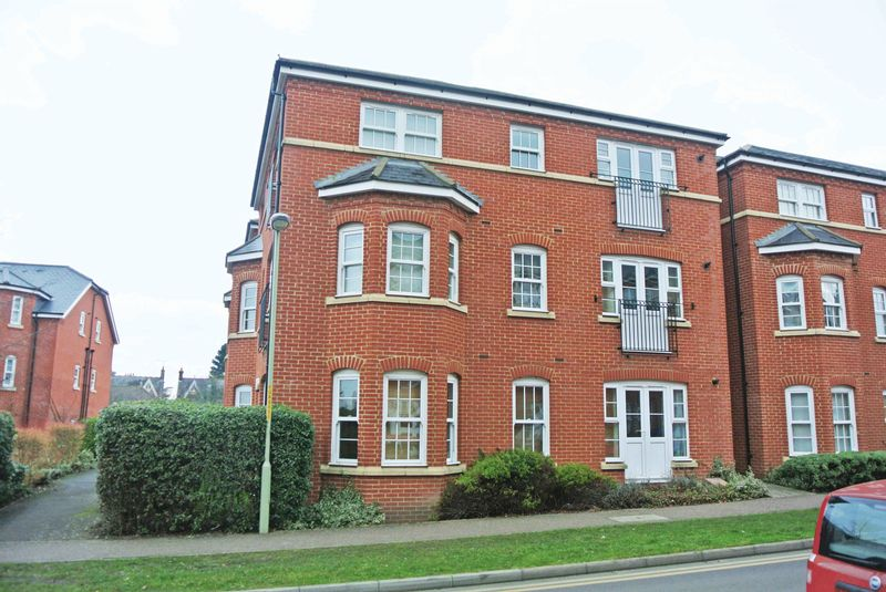 2 Bedrooms Flat for sale in George Roche Road, Canterbury