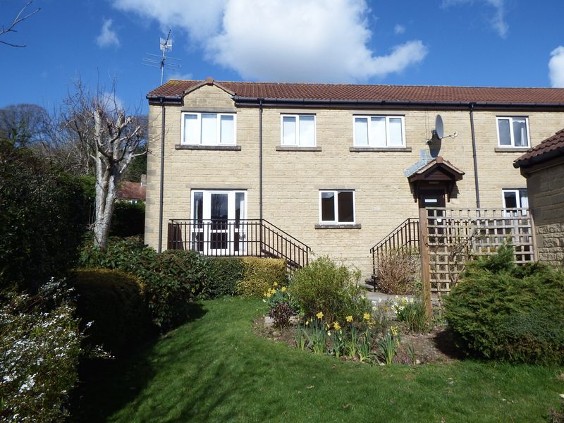 2 Bedrooms Retirement Property for sale in 8 Wyvern Court, Crewkerne TA18 7DE