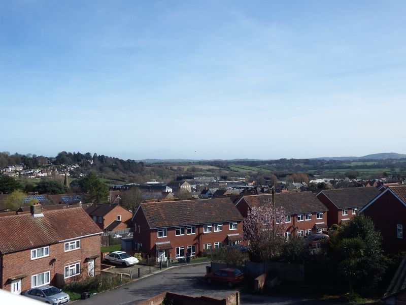 2 Bedrooms Flat for sale in Dairy Court, Crewkerne