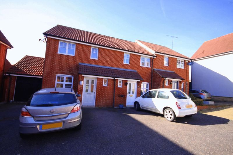 2 Bedrooms Terraced House for sale in Hayden Road, Waltham Abbey, EN9