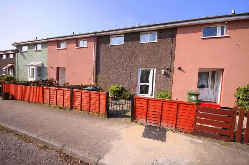 2 Bedrooms Terraced House for sale in Longcroft Drive, Waltham Cross, EN8