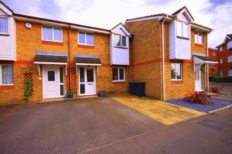 3 Bedrooms Terraced House for sale in Howard Close, Waltham Abbey