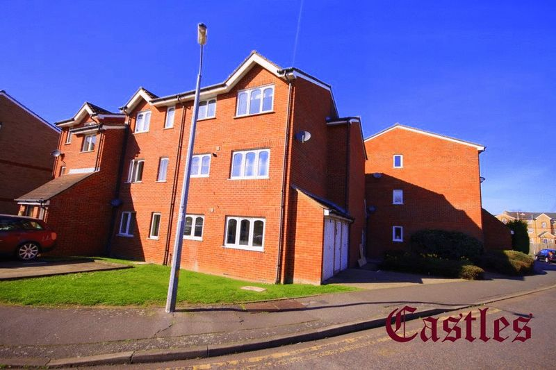 1 Bedroom Flat for sale in Howard Close, Waltham Abbey, EN9