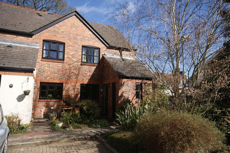 2 Bedrooms Flat for sale in The Cooperage, Lenten Street, Alton, Hampshire