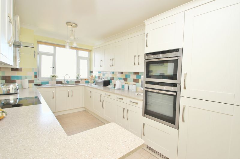 2 Bedrooms Flat for sale in Manor Road, Bournemouth