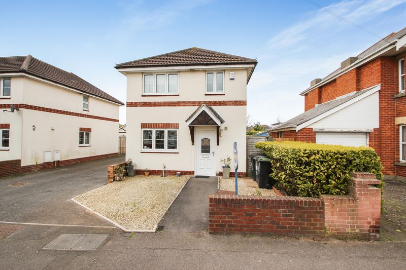 3 Bedrooms Detached House for sale in Coombe Avenue, Bournemouth