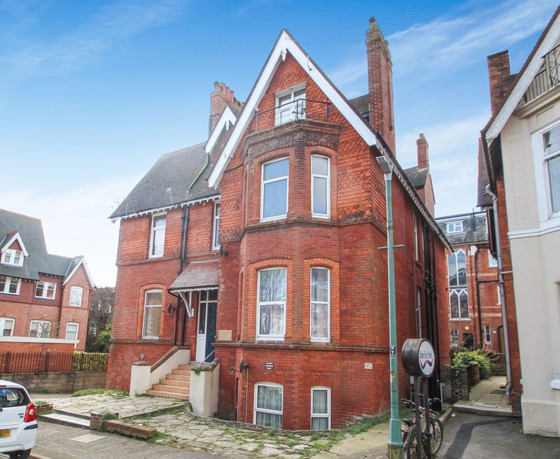 2 Bedrooms Flat for sale in West Cliff Gardens, Bournemouth