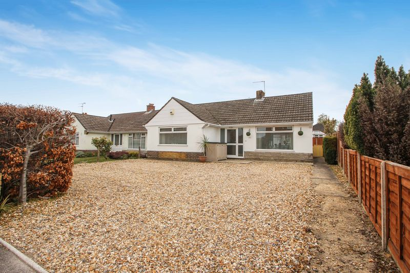 2 Bedrooms Detached Bungalow for sale in Columbia Road, Bournemouth