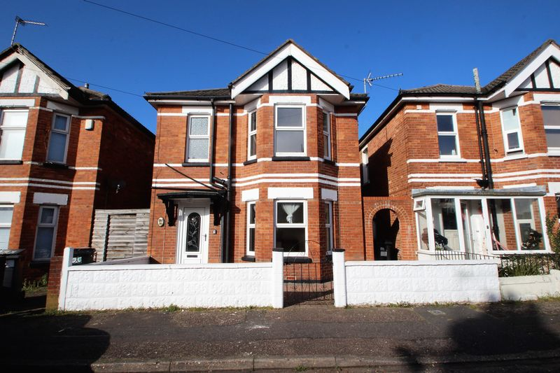 3 Bedrooms Detached House for sale in Calvin Road, Bournemouth