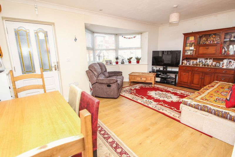 2 Bedrooms Semi Detached House for sale in Southcote Road, Bourenmouth