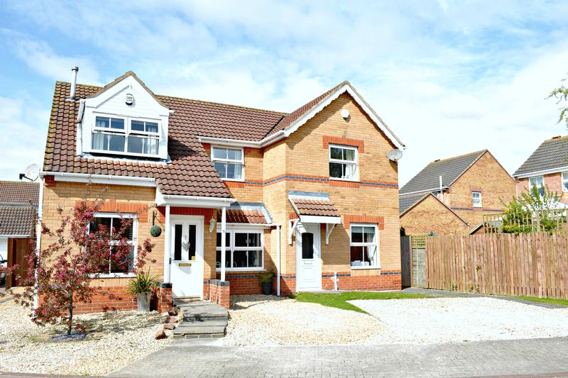3 Bedrooms Semi Detached House for sale in Bray Close, Scartho Top