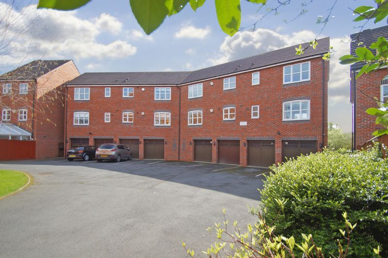 2 Bedrooms Flat for sale in Honeymans Gardens, Droitwich