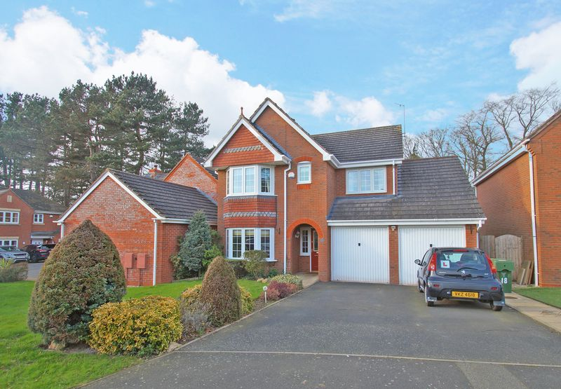 4 Bedrooms Detached House for sale in Aspens Way, Woodlands Grange. Bromsgrove