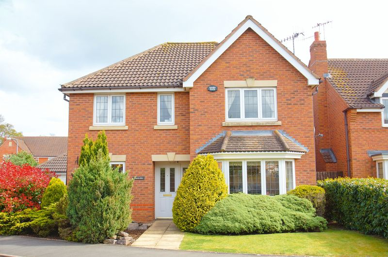 4 Bedrooms Detached House for sale in Pear Tree Way, Wychbold, Droitwich, WR9