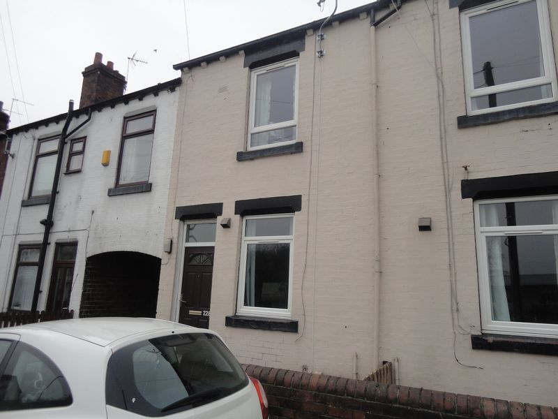 3 Bedrooms Terraced House for sale in Wakefield Road, Ossett