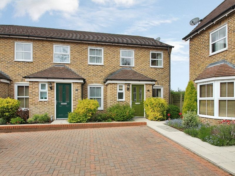 2 Bedrooms House for sale in Hilda Dukes Way, East Grinstead, West Sussex
