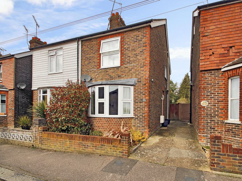 3 Bedrooms Semi Detached House for sale in Morton Road, East Grinstead