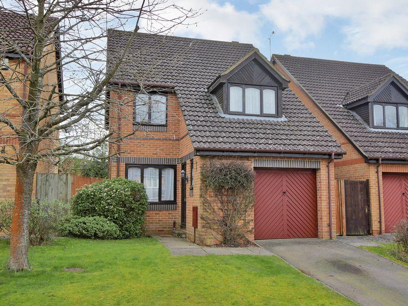 3 Bedrooms Detached House for sale in Mindelheim Avenue, East Grinstead