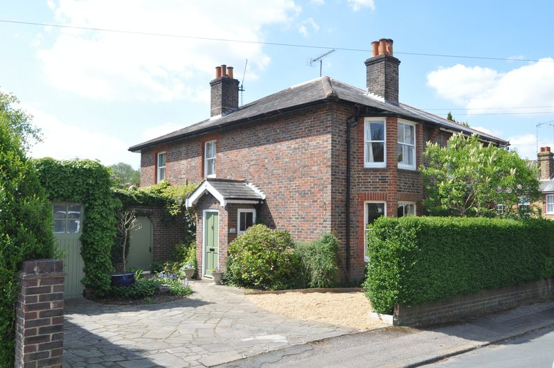 3 Bedrooms Semi Detached House for sale in Gaywood Road, Ashtead