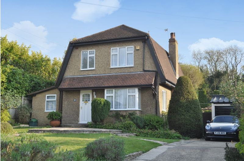 3 Bedrooms Detached House for sale in Langley Vale