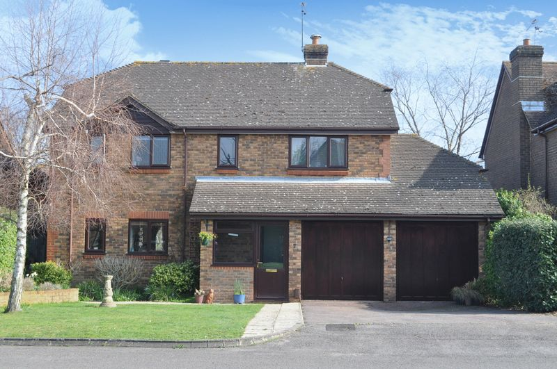 4 Bedrooms Detached House for sale in Summerfield, Ashtead