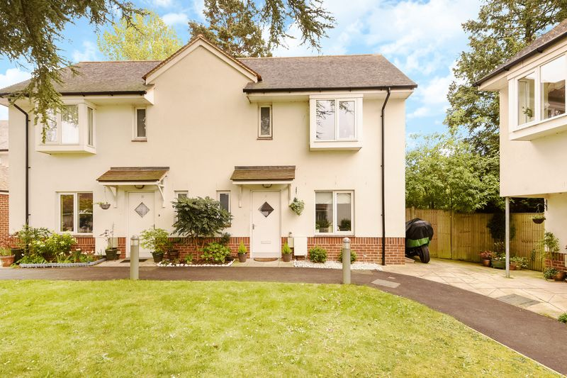 2 Bedrooms Semi Detached House for sale in Mole Valley Place, Ashtead