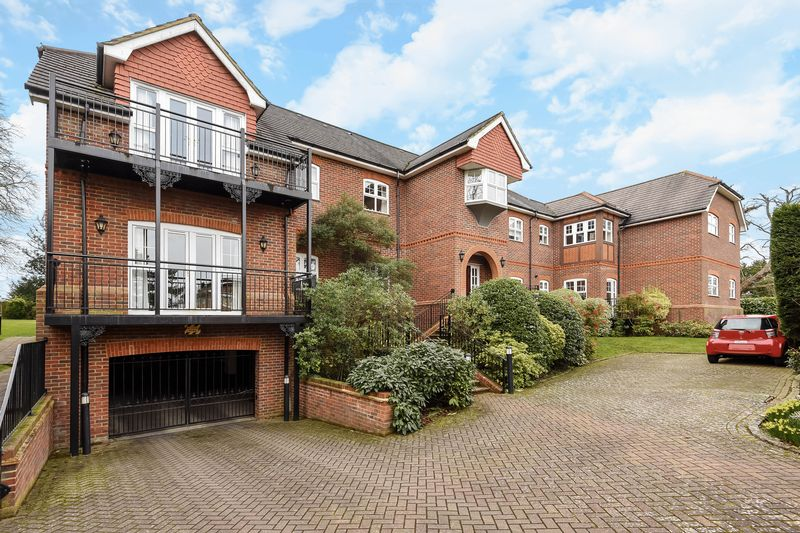 2 Bedrooms Flat for sale in Woodfield Lane, Ashtead