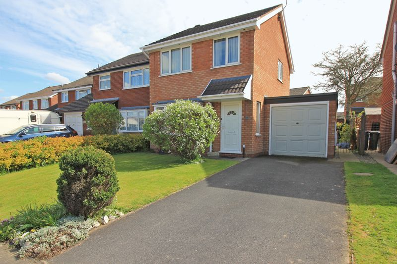 3 Bedrooms Detached House for sale in Balmoral Crescent, Oswestry