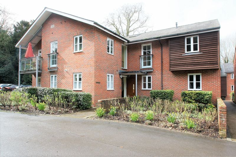 2 Bedrooms Flat for sale in Bishops Waltham