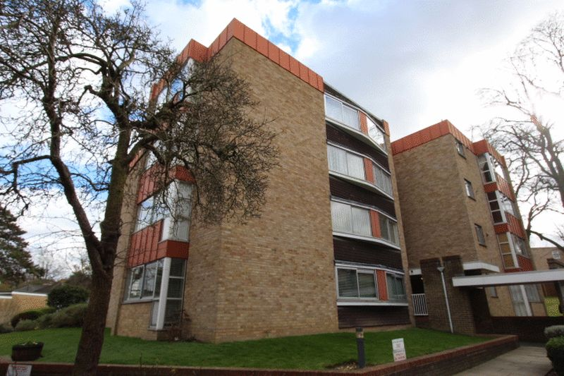 2 Bedrooms Flat for sale in White Lodge Close, Christchurch Park, Sutton