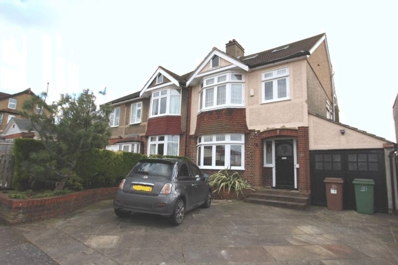 4 Bedrooms Semi Detached House for sale in Barrow Hedges Way, Carshalton Beeches