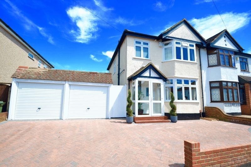 3 Bedrooms Semi Detached House for sale in Barrow Avenue, Carshalton Beeches
