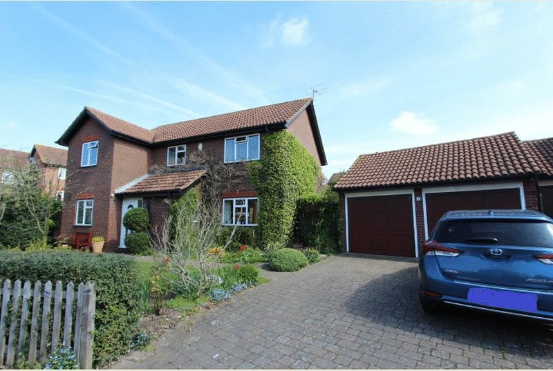 4 Bedrooms Detached House for sale in Balmoral Way, Sutton